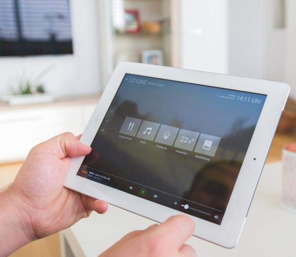 azista-partner-Loxone-App-handy-tablet-pc